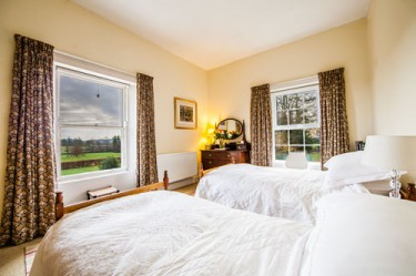 Farran House Twin Room with Mountain Views