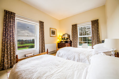 Farran House Twin Room with Mountain Views